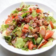 Zeleninový salát se slaninou recept