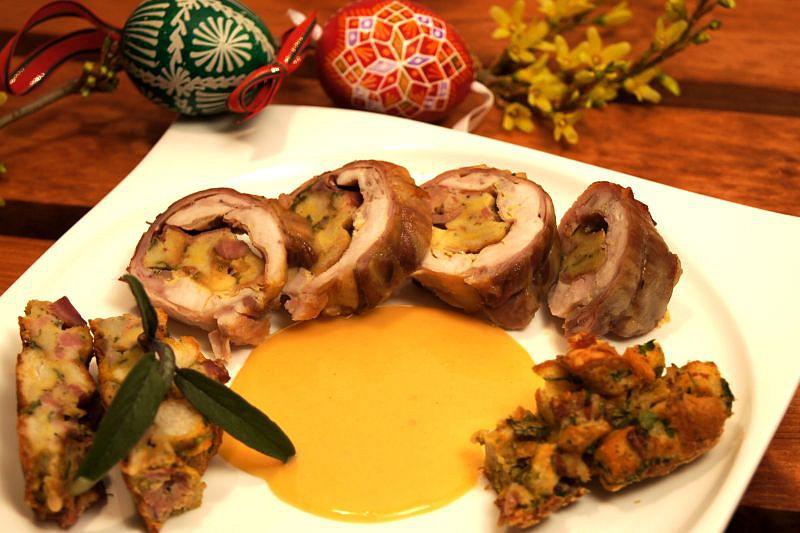 Roláda z králíka, plněná velikonoční nádivkou, sýrem ...