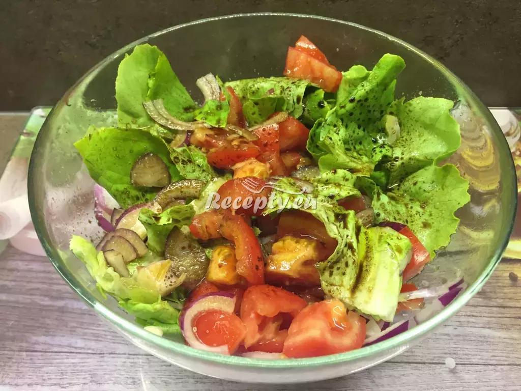 Balkánský salát s nivou recept  saláty