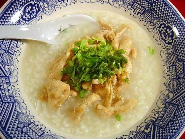 Rýžová polévka Khao Tom Kai