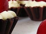 Pruhované čokoládové košíčky s třešní recept