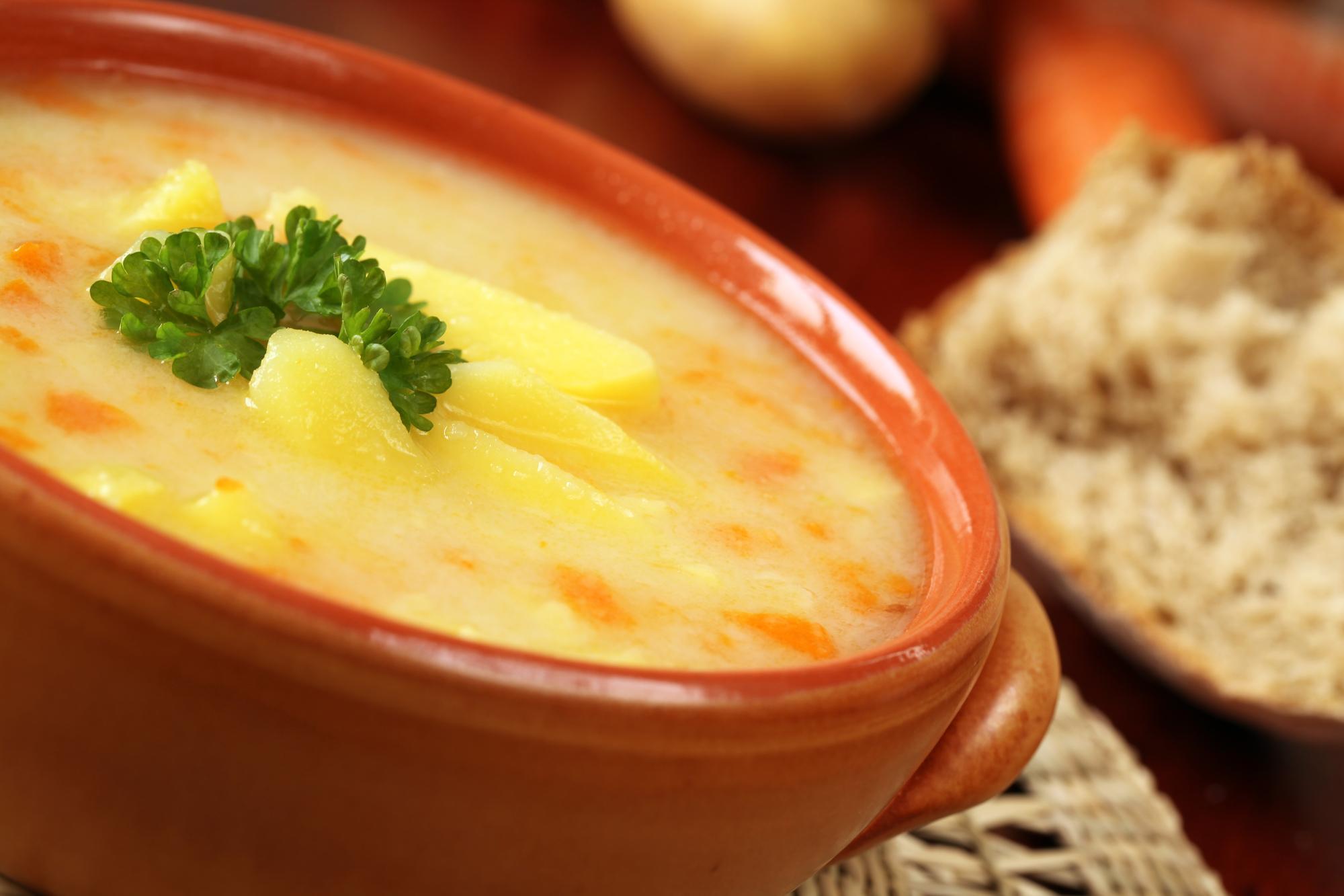 Hustá bramborová polévka s vejci recept