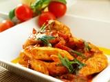 Kuřecí kousky na rajčatech, rajčatovém pestu s vůní saturejky recept ...