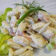 Těstovinový salát s uzeným lososem a kapary recept