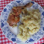 Pečená kuřecí stehna s ochucenými šťouchanými bramborami ...