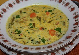Fazolkovo  mrkvová polévka s karí recept