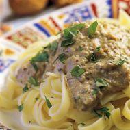 Fettuccine s chlebovou omáčkou s olivami a česnekem recept ...