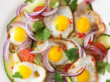 Asijský salát s křepelčími vajíčky