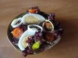 Červený salát s vejcem recept