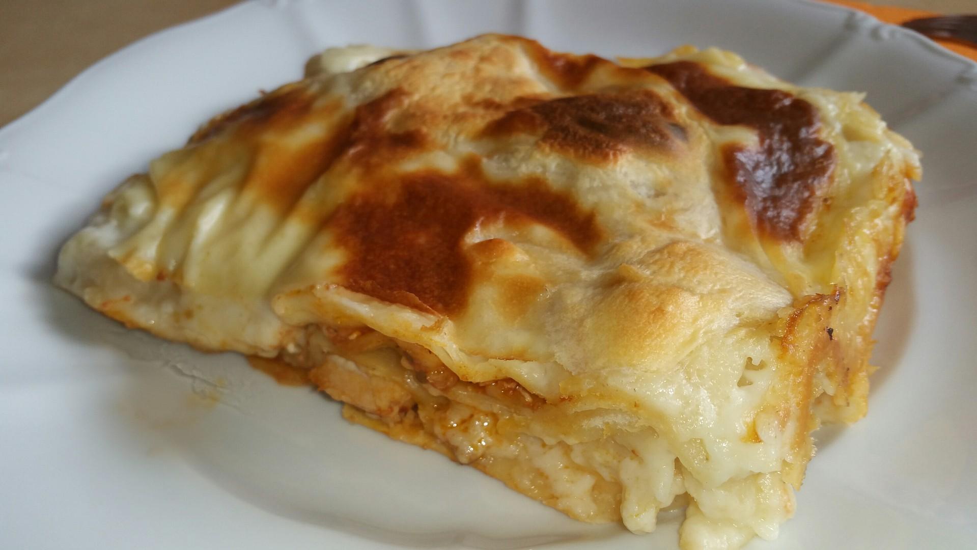 Domácí těstoviny s kuřecí směsí a bešamelem recept