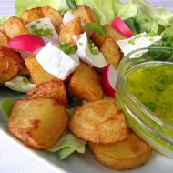 Zeleninový salát s bramborem a sýrem recept