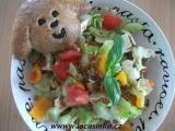 Zeleninový salát s pšenicí a naloženým sýrem recept