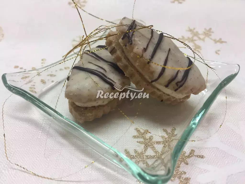 Ořechové řezy s karamelovým krémem recept  nejen vánoční ...
