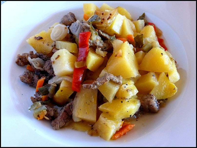 Zapečené hovězí nudličky se zeleninou a bramborami recept ...