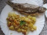 Pstruh na cibuli a bramborách recept