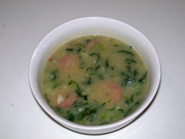 Zelená polévka z růžičkové kapusty