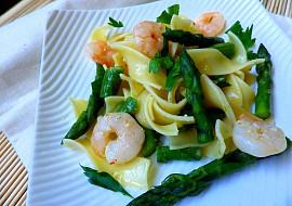 Tagliatelle se zeleným chřestem a krevetami recept