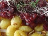 Gnocchi s brusinkovo rajčatovou omáčkou recept