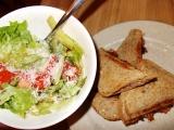 Boloňské toasty se salátem recept