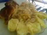 Kuře pečené na kysaném zelí s česnekem recept