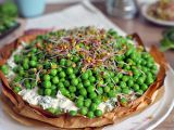 Jarní koláč s bylinkovým tofu krémem a hráškem recept ...