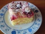 Nadýchaný ovocný koláč s kokosem recept