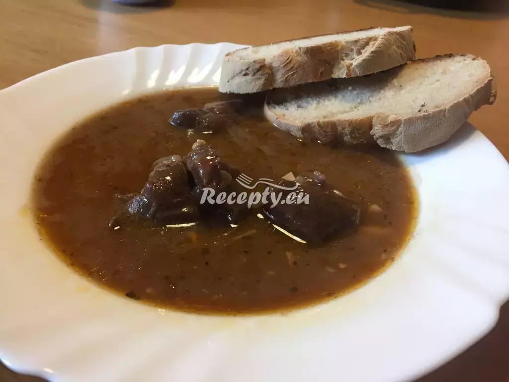 Králičí guláš recept  králičí maso
