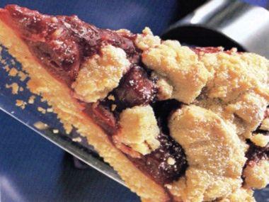 Žmolenkový koláč s kořením a třešněmi
