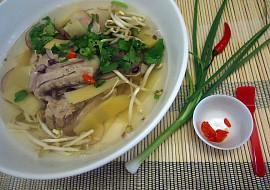 Polévka z vepřových žebírek po vietnamsku recept