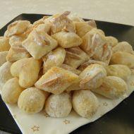 Bílé cukroví s mandlemi recept