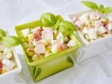 Salát z krabích tyčinek  lahodný recept