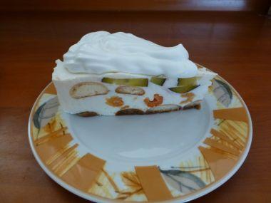 Letní tvarohovo  jogurtový dort s ovocem z vlastní zahrádky ...