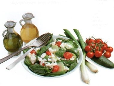 Salát z fety a špenátu