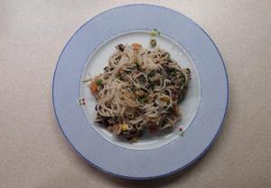 Rýžové nudle se zeleninou a tuňákem