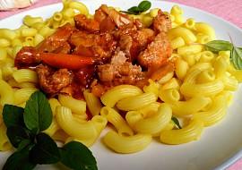 Rychlá večeře  kolínka se sosem z pečených paprik s mletým masem