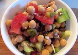Salát s cizrnou a čočkou recept