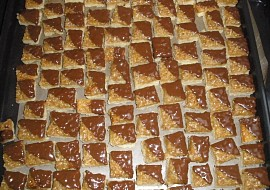 Ořechové medové kostky  cukroví recept