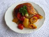 Pečené kuřecí díly s rajčaty a cibulkou recept