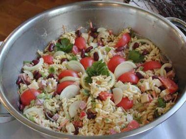 Salát z těstovin