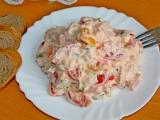 Rajčatový salát s mléčnou majonézou recept