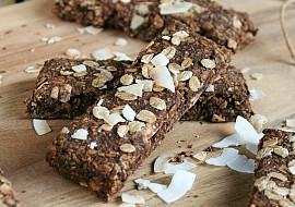 Kakaovo – kokosové müsli tyčinky s konopným proteinem recept ...
