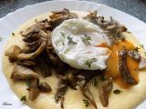 Krémová polenta s restovanou hlívou a ztraceným vejcem recept ...