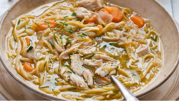 Kuřecí polévka s čínskými nudlemi a zázvorem
