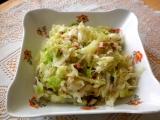 Zelný salát se slaninou a kuřecím masem recept