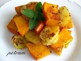 Pečená dýně hokkaidó s bramborami na bylinkách recept ...