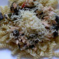 Nudle s lososem a špenátem recept
