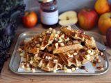 Waffle s jablky a lískovými ořechy recept