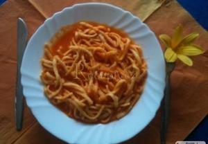 Nudle s rajčaty  staročeské krajové jídlo