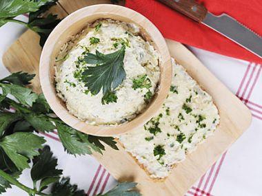 Celerová pomazánka s tvrdým sýrem