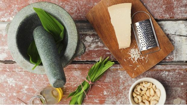 Pesto s medvědím česnekem